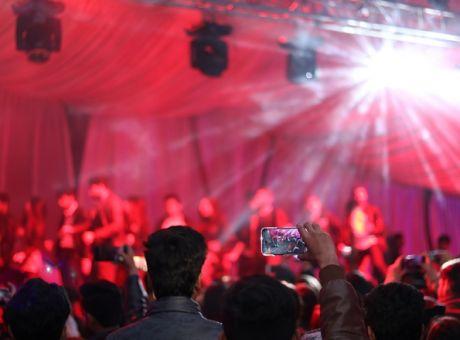 Κάποιοι δεν βάζουν μυαλό: Νέο κορονο-πάρτι στην Εύβοια χωρίς κανένα μέτρο προστασίας!