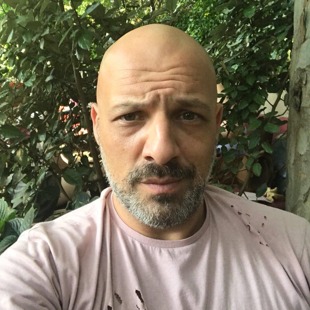 Νίκος Μουτσινάς: η επική φάρσα που τον έφερε σε αμηχανία