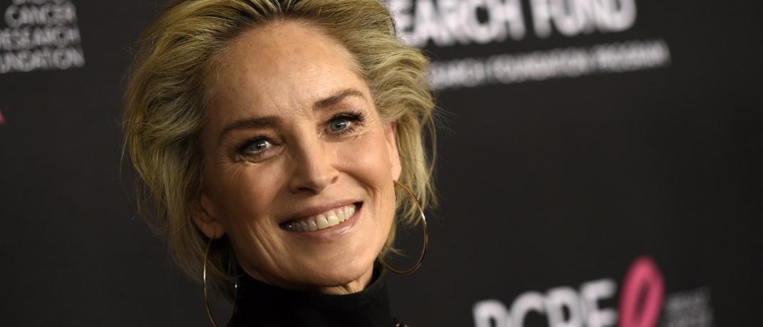 Η Σάρον εξακολουθεί να ποζάρει εντυπωσιακή και sexy στα 62 της