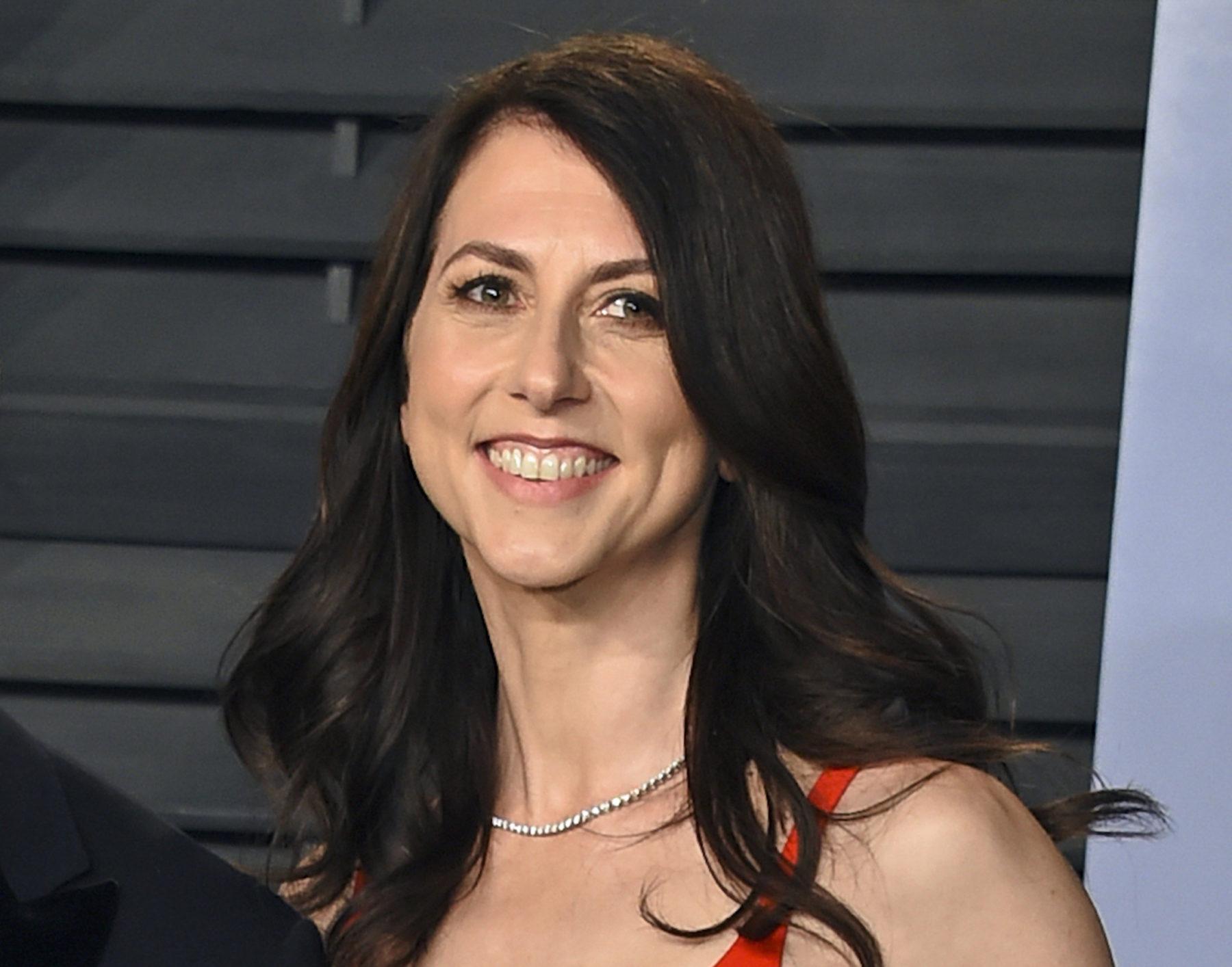 Μακένζι Σκοτ: μετά το πιο χρυσό διαζύγιο από τον Τζεφ Μπέζος της Amazon, δώρισε 6 δισεκατομμύρια δολάρια