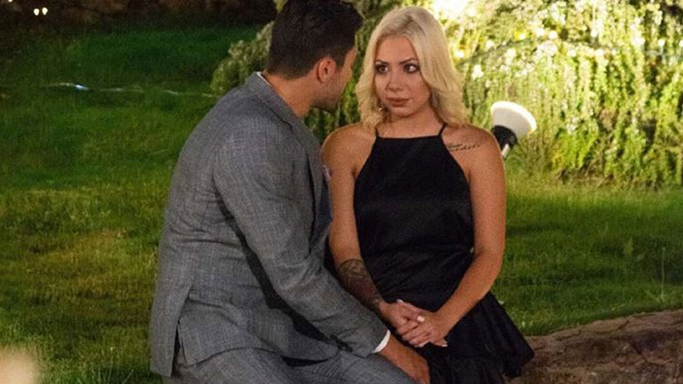 The Bachelor: χτες το βράδυ αποχώρησε η Εριέτα με κλάματα (βίντεο)