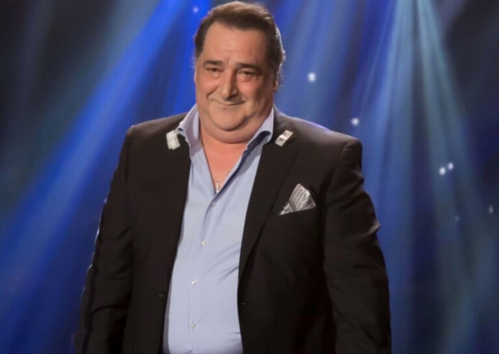 Βασίλης Καρράς: Αναβάλλεται η διαδικτυακή συναυλία λόγω ασθένειας του τραγουδιστή