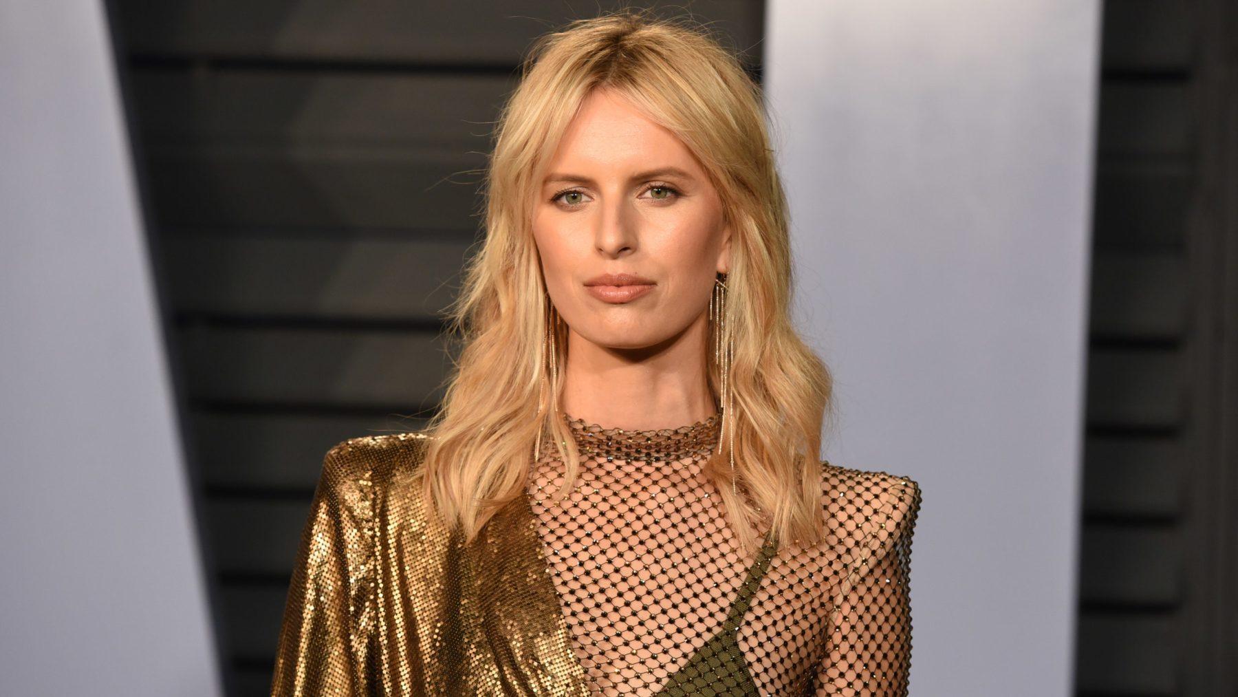 Καρολίνα Κούρκοβα: Το αγγελάκι της Victoria's Secret μας δείχνει την φουσκωμένη κοιλίτσα της