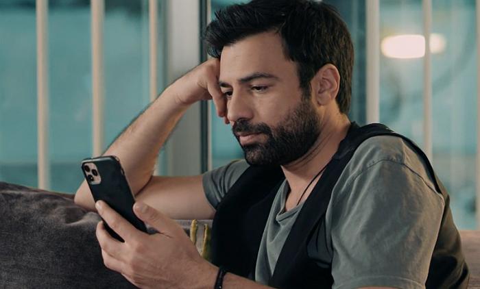 8 Λέξεις: ο Δημήτρης επιστρέφει στην εταιρεία και ζητάει συγνώμη από την Ηλιάνα