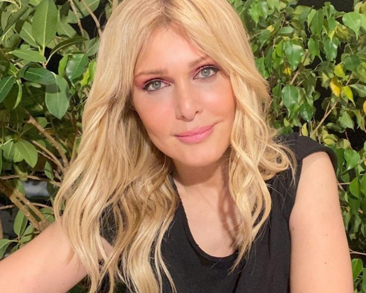 Η Νατάσα Θεοδωρίδου αποκαλύπτει πως από την δημοσιογραφία την κέρδισε το τραγούδι
