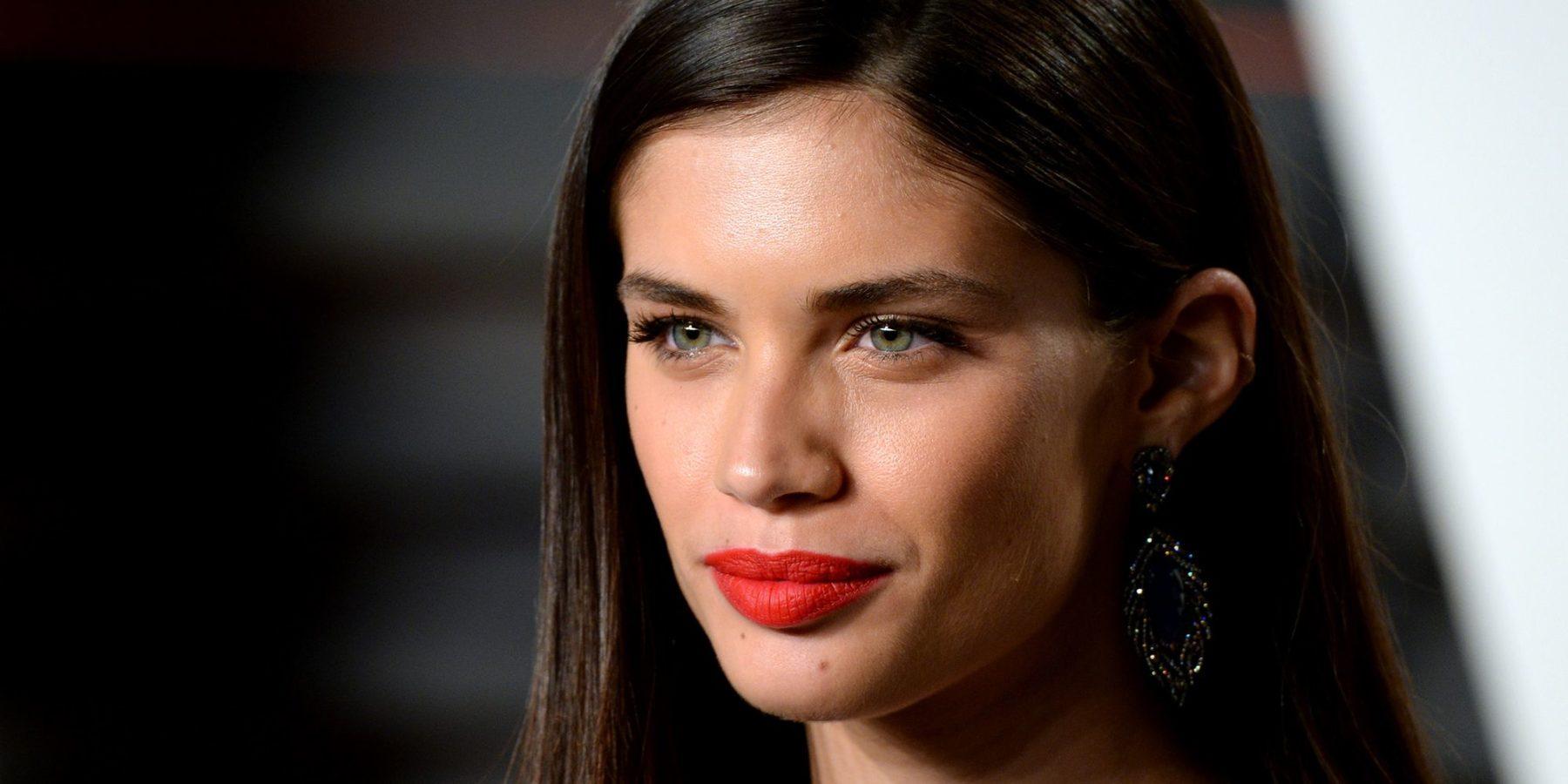 Σάρα Σαμπάιο: ο άγγελος της Victoria's Secret έδειξε πως είναι πραγματικά το σώμα της όταν... αφήνεται