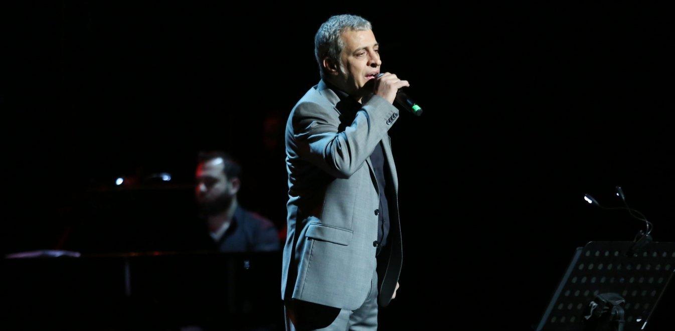 Ο Θέμης Αδαμαντίδης στο νέο Just; Διαβάστε όλο το αποκαλυπτικό ρεπορτάζ για την πρόταση που δέχθηκε ο δημοφιλής τραγουδιστής