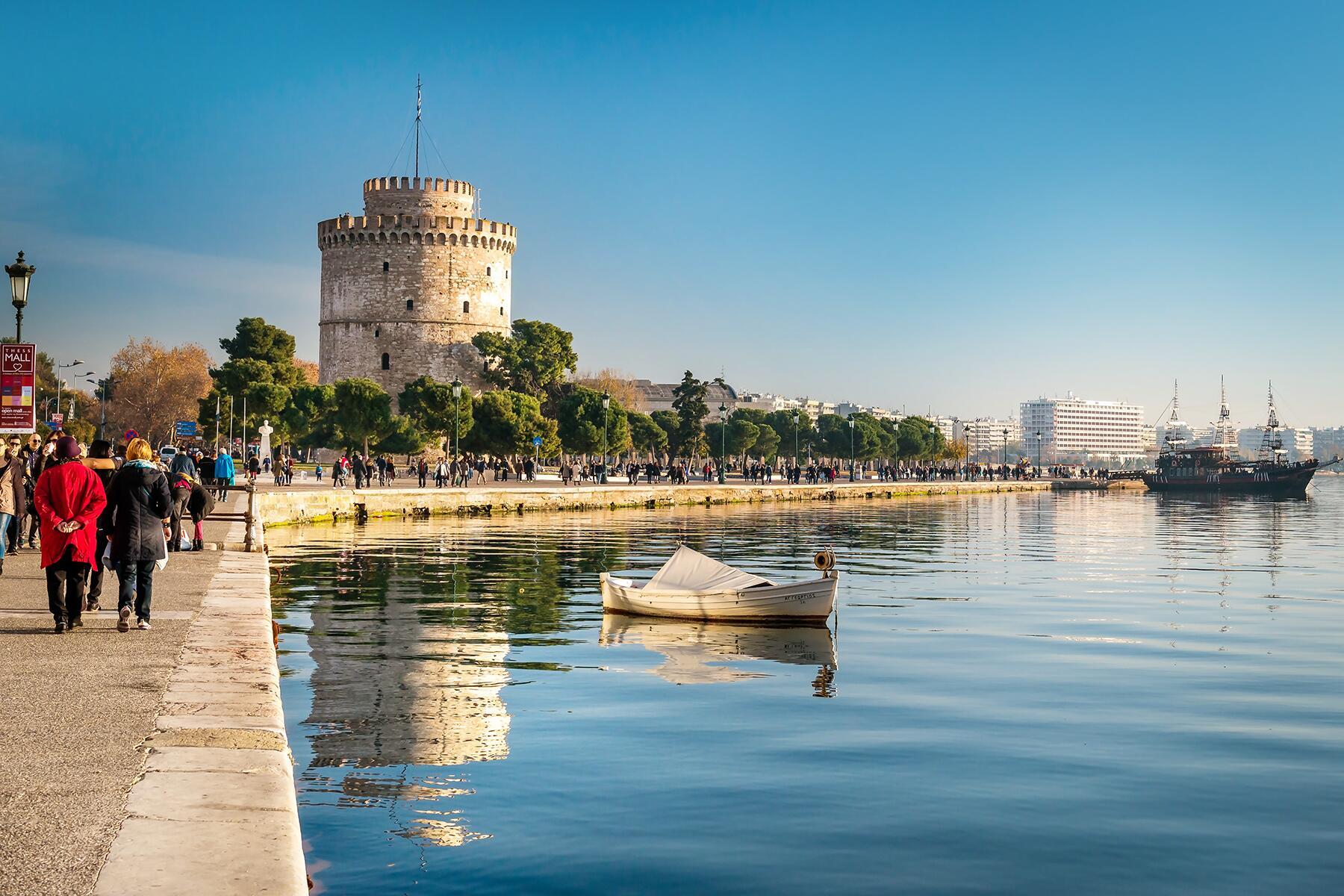 Ήρθε η Άνοιξη και την υποδέχτηκε γυμνή στους δρόμους της Θεσσαλονίκης!