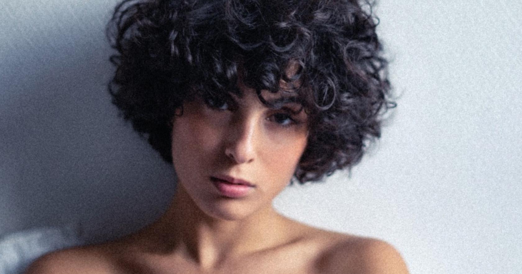 """Αυτή ειναι η συμμετοχή της Γαλλίας για τη Eurovision: Barbara Pravi - """"Voila"""""""
