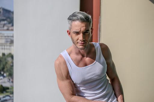 Θεοχάρης Ιωαννίδης: «Ετοιμάζω μαζί με την ομάδα μου την εκπομπή «Night Out» η οποία ξεκίνησε ιντερνετικά και σε λίγο καιρό θα προβάλλεται στο ΜΕGΑ»