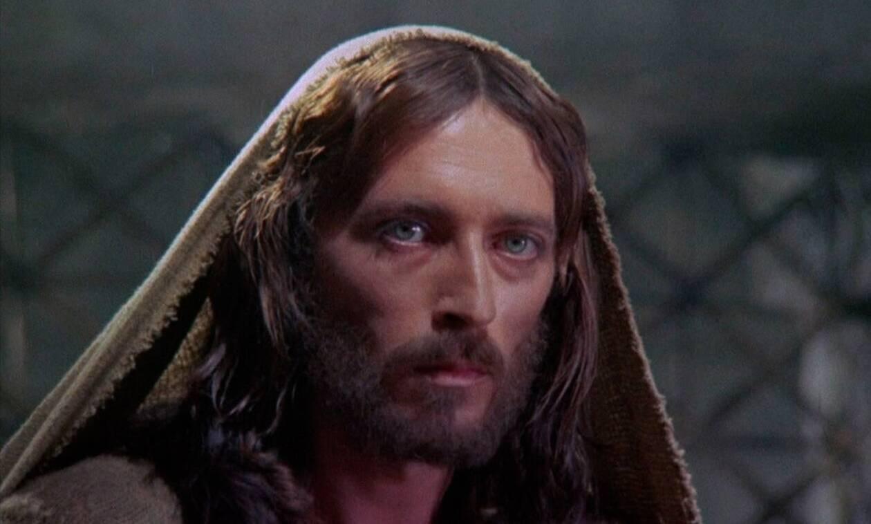 Ο Ιησούς από τη Ναζαρέτ: το μυστικό πίσω από το καθηλωτικό βλέμμα του Ρόμπερτ Πάουελ