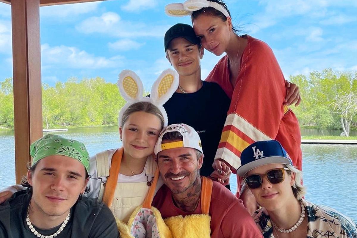 Ντέιβιντ και Βικτώρια Μπέκαμ: εύχονται Καλό Πάσχα με οικογενειακές φωτογραφίες