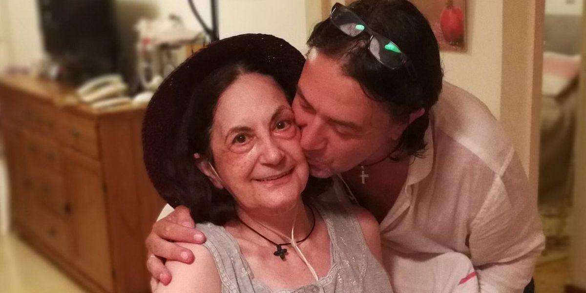 Γιάννης Κότσιρας: το συγκινητικό του μήνυμα για την μητέρα του «Η καρέκλα σου ήταν άδεια...»