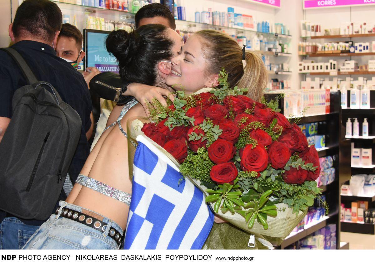 Στεφανία Λυμπερακάκη: οι πρώτες φωτογραφίες από την άφιξή της στην Ελλάδα