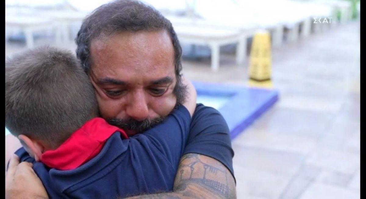 Survivor 4 - Τριαντάφυλλος: έκλαψε με τον μικρούλη που ζήτησε την μπαντάνα του στο Μαϊάμι (βίντεο)