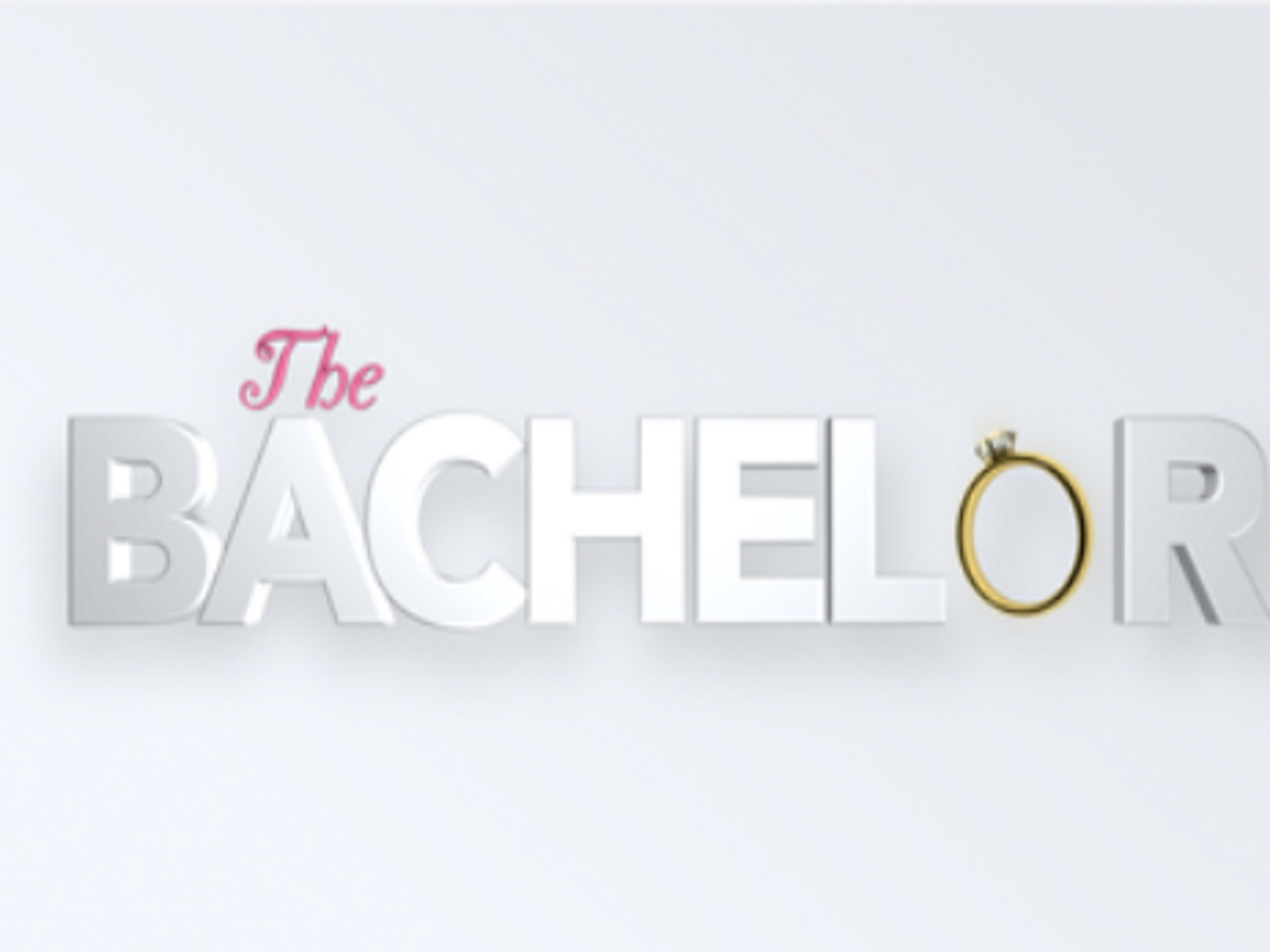 The Bachelor: Δίμετρος, κορμάρα και πολίστας ο παρουσιαστής στο ριάλιτι γνωριμιών