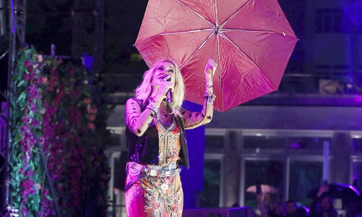 Άννα Βίσση: Το βίντεο από τη συναυλία της μέσα στη βροχή που έχει γίνει viral