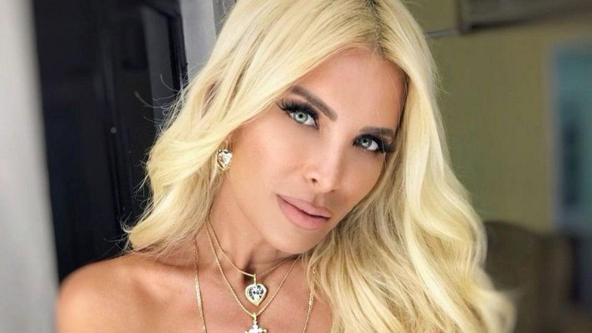 Κατερίνα Καινούργιου: απόδραση με τον Φίλιππο Τσαγκρίδη στη Σαντορίνη! Διακοπές πριν από τις αποφάσεις για τη νέα τηλεοπτική στέγη της