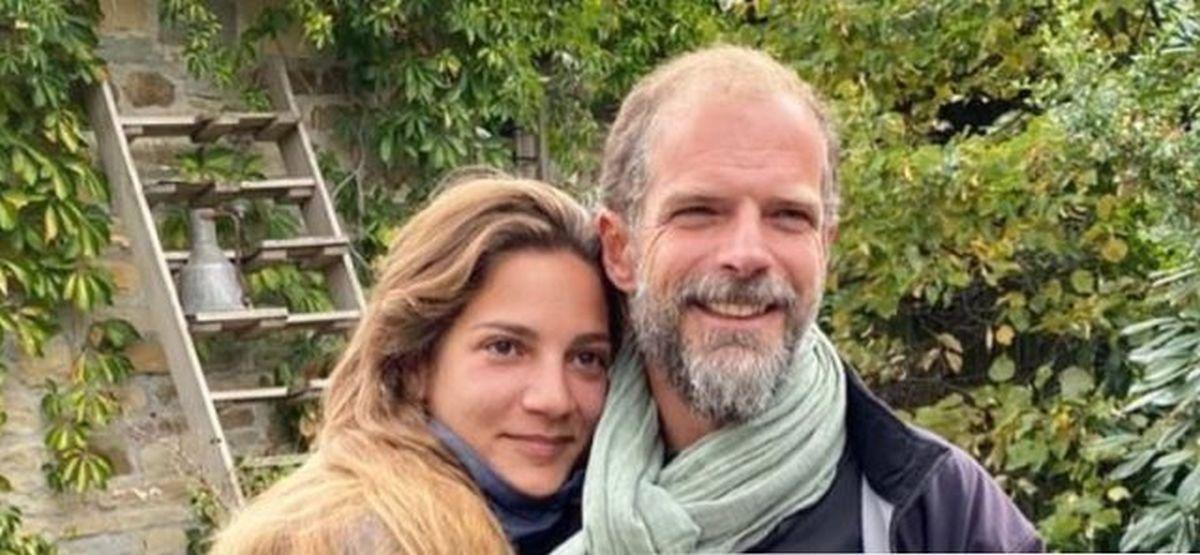 Μαρίκα Αράπογλου - Αντώνης Λαιμός: έγινε ο πολιτικός γάμος του εφοπλιστή και της εικαστικού - Έρχονται στην Ελλάδα για τον θρησκευτικό