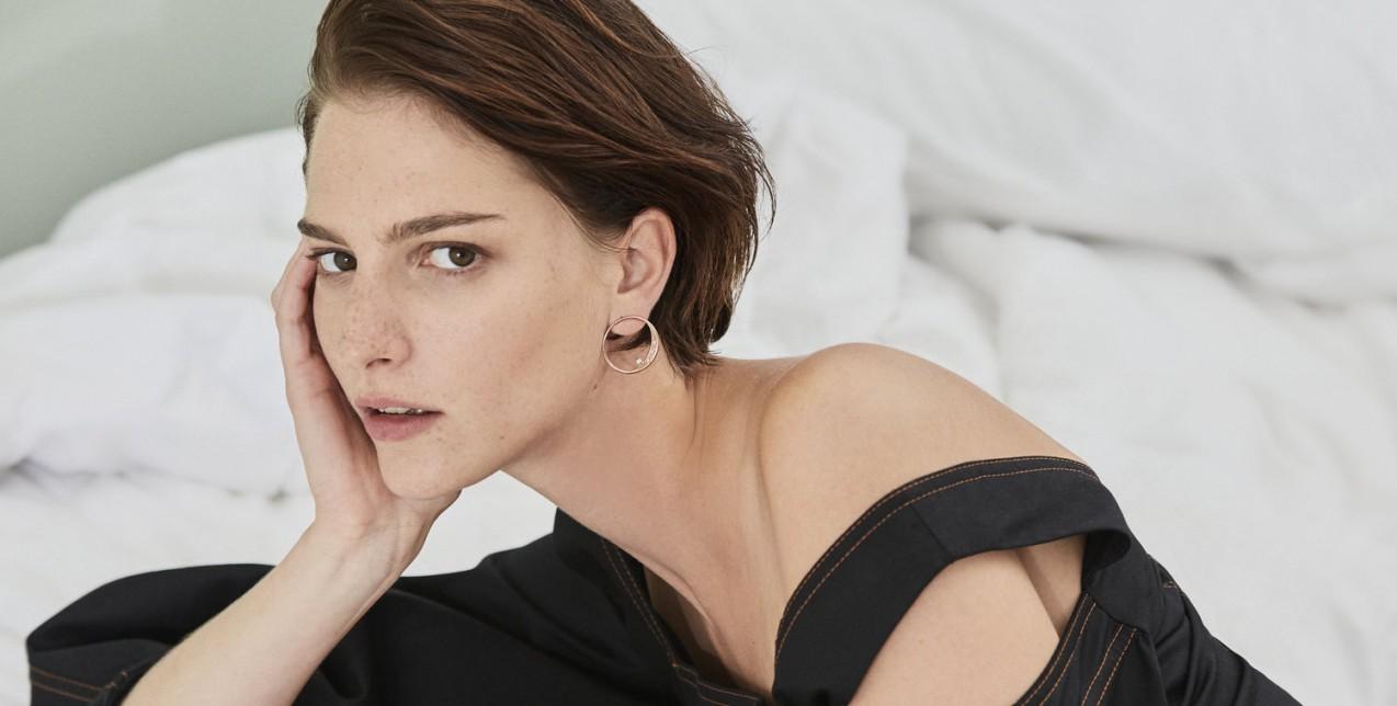 Ροζάνα Γεωργίου: η «Καρυάτιδα» του Οίκου Dior που θα περπατήσει σήμερα στο Καλλιμάρμαρο