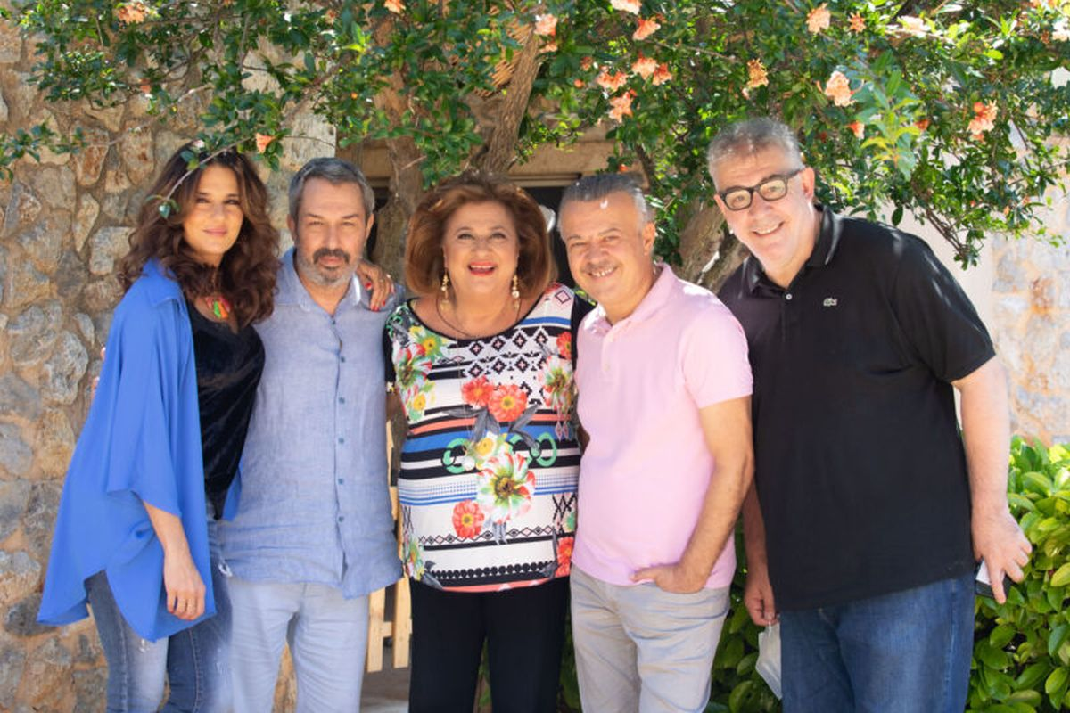 Συμπέθεροι απ' τα Τίρανα: το Mega επενδύει στην κωμωδία - Φωτογραφίες από τα γυρίσματα της σειράς