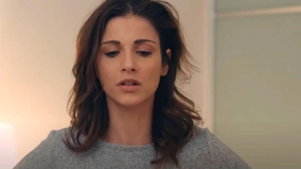 «Βόμβα» στις 8 Λέξεις: Ο Άκης κλείνει την Ηλιάνα στο ψυχιατρείο και καταρρέει