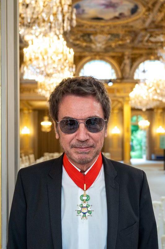 Ο Jean-Michel Jarre βραβεύτηκε από τον Emmanuel Macron