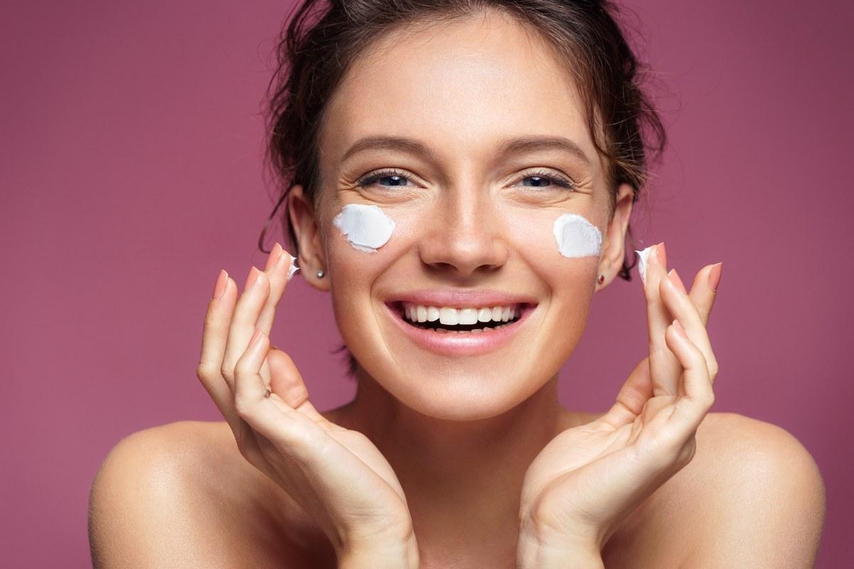 Η καλοκαιρινή skincare ρουτίνα για ένα λαμπερό και υγιές δέρμα - Δες όλα τα βήματα