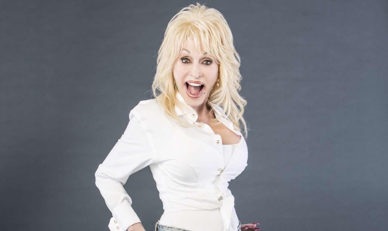 Ντόλι Πάρτον: Ντύθηκε ξανά κουνελάκι του Playboy για τα γενέθλια του συζύγου της (Φωτογραφία)