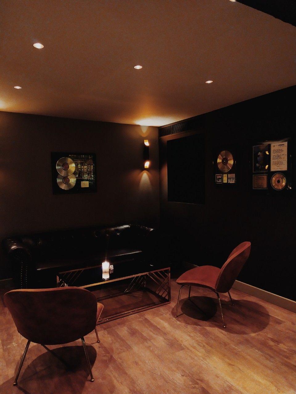 Black & Gold Bar