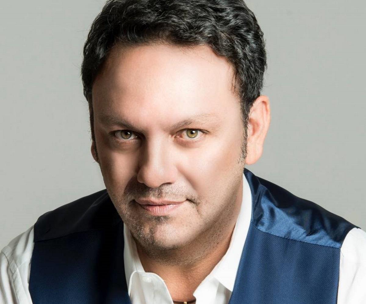 Στάθης Αγγελόπουλος: H φωτογραφία μέσα από το νοσοκομείο και η σκληρή μάχη που δίνει με τον κορονοϊό