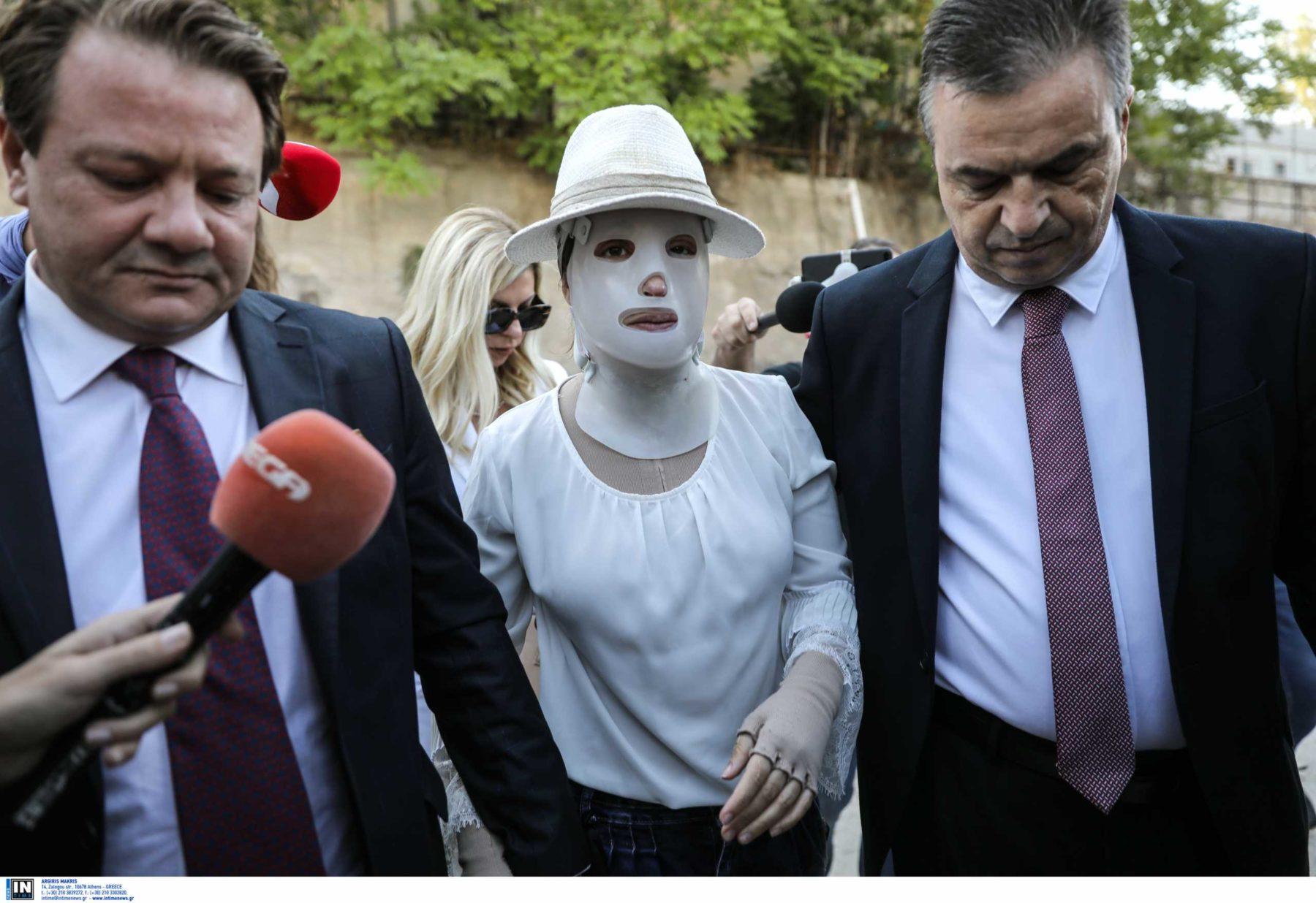 Ιωάννα Παλιοσπύρου: «Είναι ψυχρή και δειλή» – Οι δηλώσεις μετά τη διακοπή της δίκης για την επίθεση με βιτριόλι