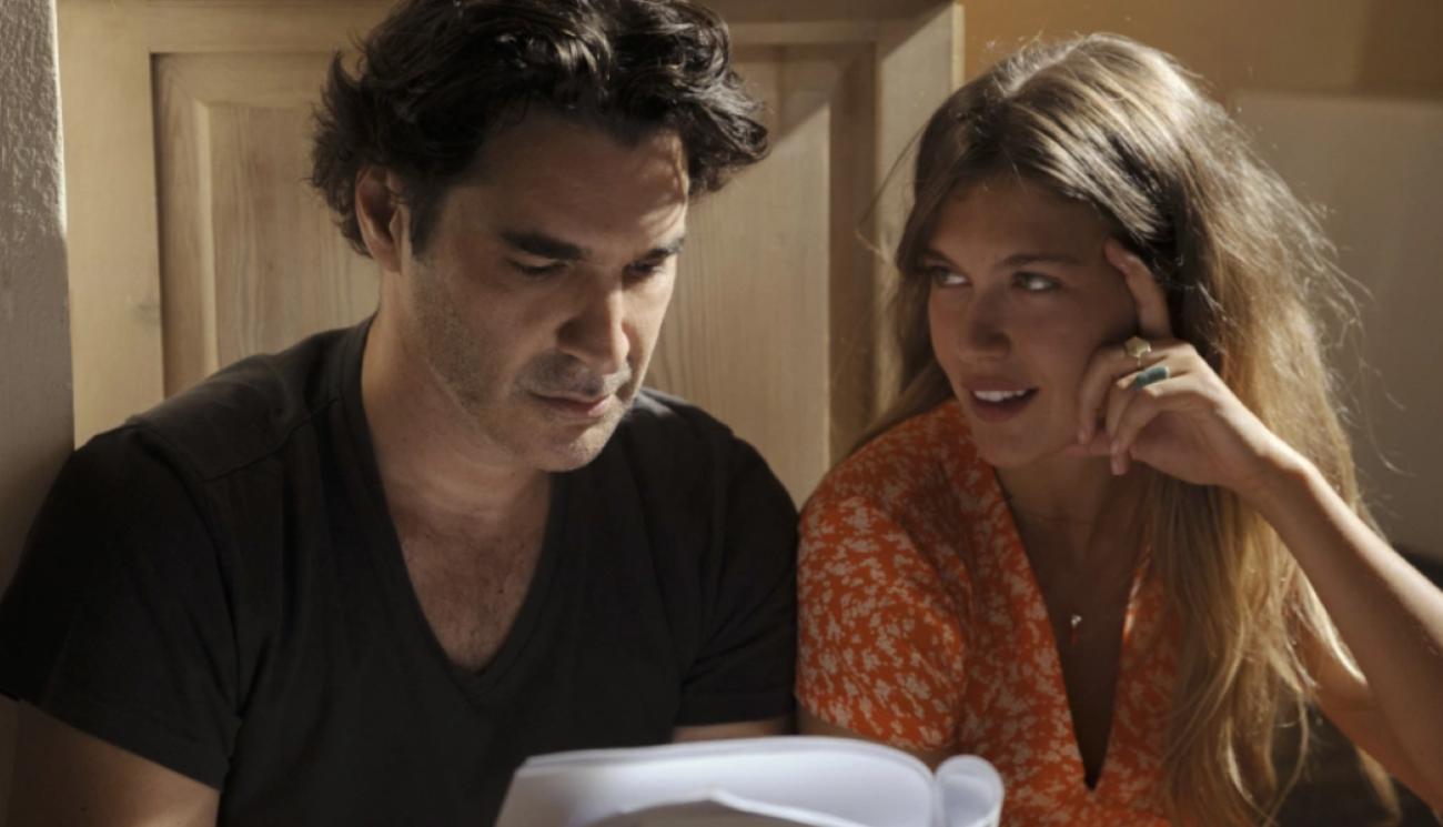 Χριστόφορος Παπακαλιάτης – Κλέλια Ανδριολάτου: Καλοκαιρινό love story