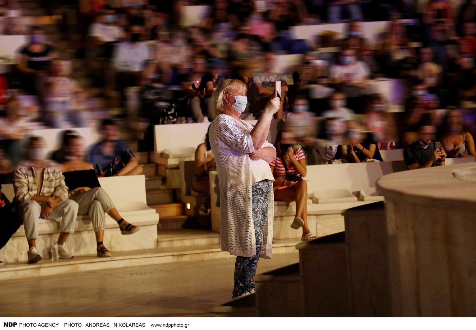 Έλενα Παπαρίζου: Η μητέρα της είναι η μεγαλύτερη θαυμάστριά της [φωτογραφίες]