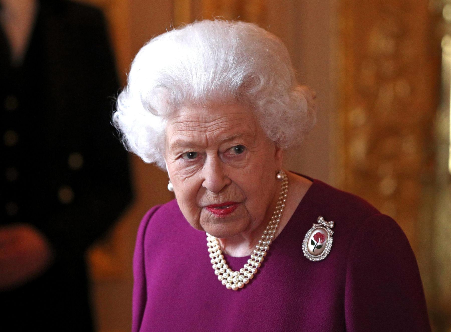 Άσχημα νέα για την υγεία της Βασίλισσας Ελισάβετ - Οι φωτογραφίες που κάνουν τον γύρο του διαδικτύου