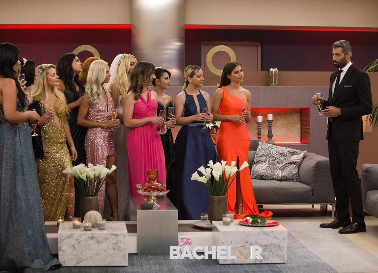 """Tι κάνουν αυτά τα κορίτσια στο The Bachelor; Δεν έχουν αξιοπρέπεια; Δεν έχουν μάνα, πατέρα να τις μαζέψει"""