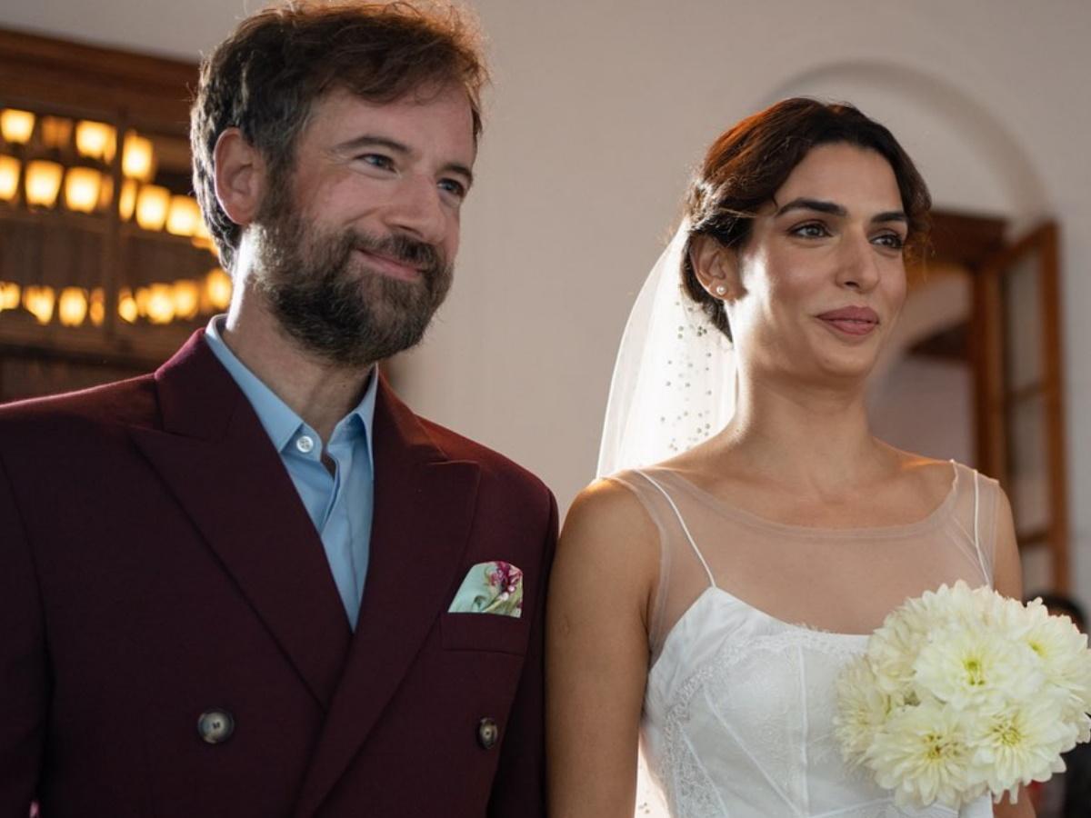 Η Τόνια Σωτηροπούλου μιλάει πρώτη φορά για τον γάμο της με τον Κωστή Μαραβέγια και αποκαλύπτει ποιοι ήταν οι κουμπάροι τους